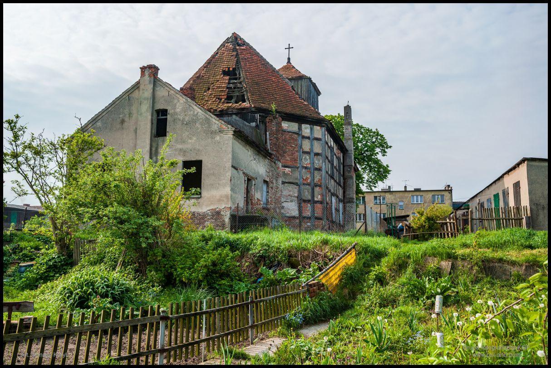 Ruiny opuszczonego kościoła ewangelickiego w Sierakowie - maj 2010