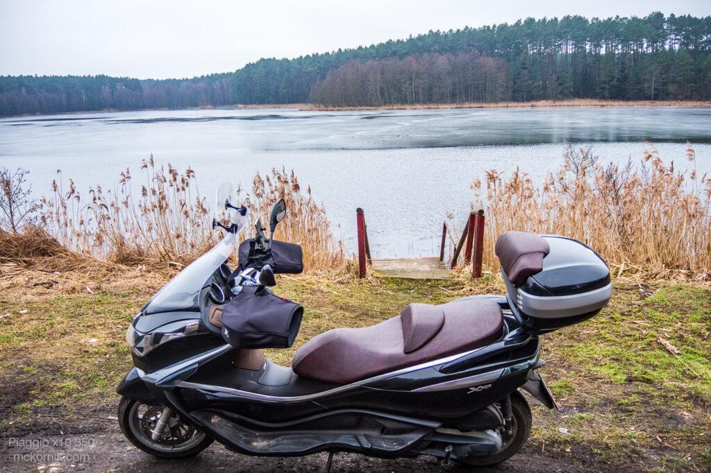 Jezioro Kłuchówiec Chojno #calimotour #piaggiox10